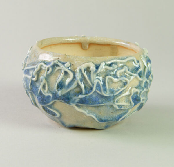 kusamono pot white and blue